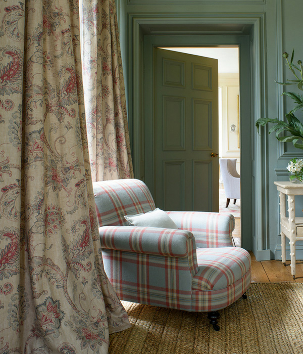 Colefax and Fowler country inspired fabrics